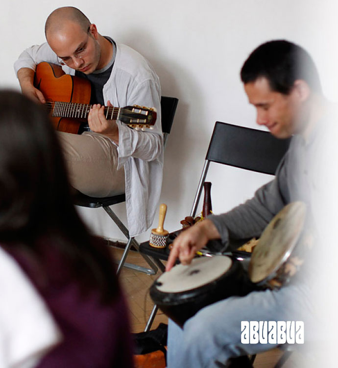 Abuabua - lansare album O mână de boabe, la Clubul țăranului. Sâmbătă, ora 20.00. Intrare liberă