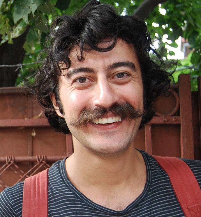 """""""E ca atunci când gătești: poți improviza, poți adăuga diferite condimente și ingrediente"""". Interviu cu Cümbüş Cemaat in Bükreş"""