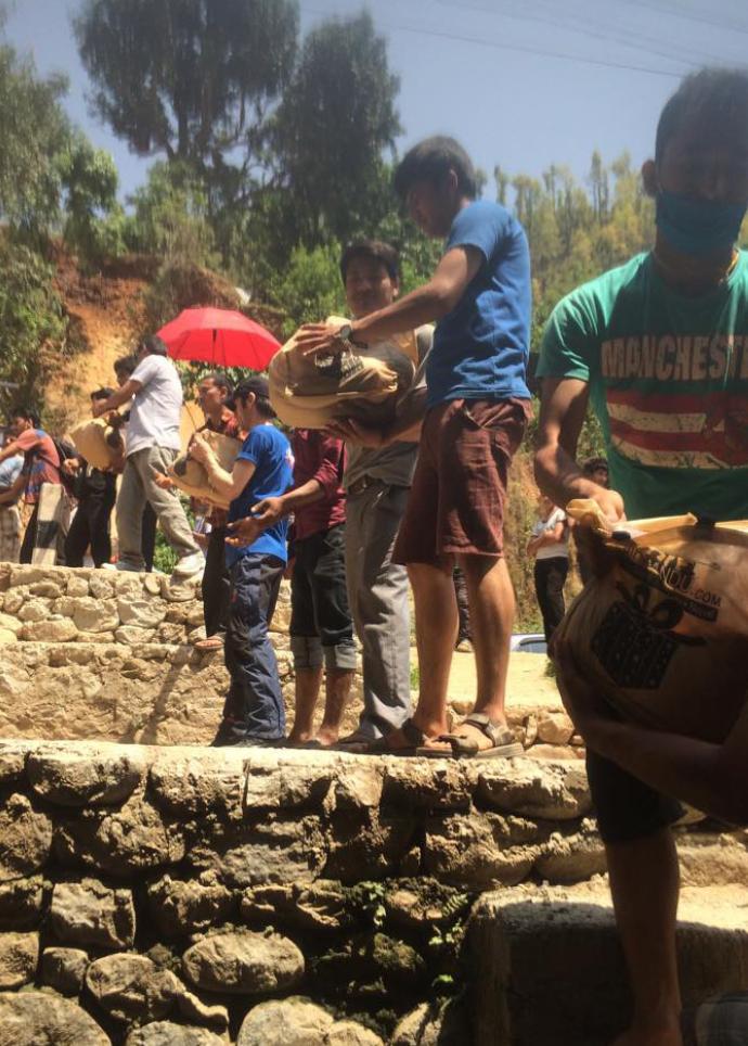 Nepalul e praf.  și are nevoie de ajutor. Jurnal Anca + Mihai. Dandagaon