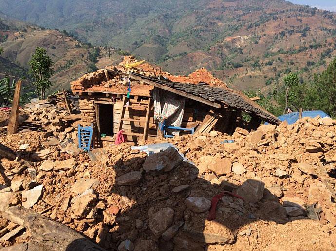 Nepalul e praf.  și are nevoie de ajutor. Jurnal Anca + Mihai. Debisthan / Dhading district