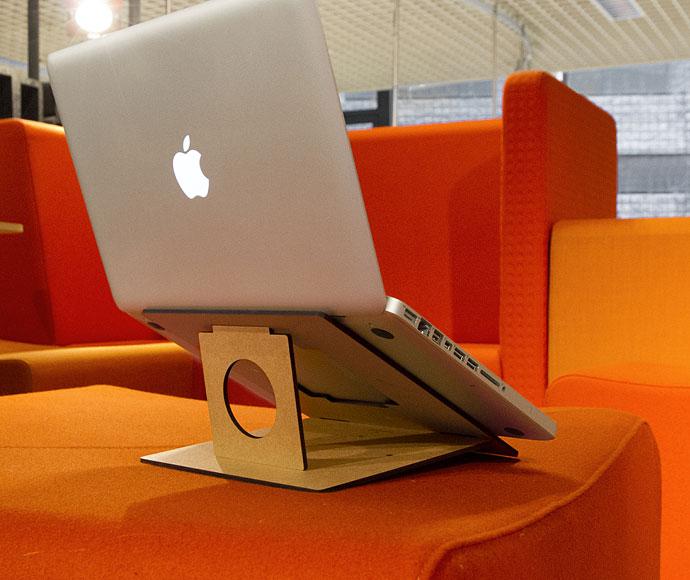 Flio - un nou suport compact și portabil pentru laptop