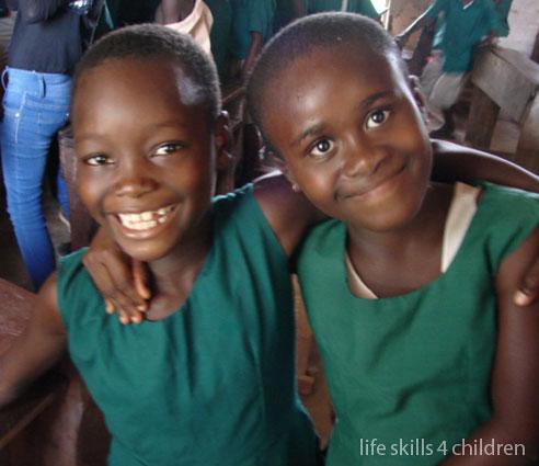Ghana. Life skills 4 children. Episodul I - Copiii-lemn