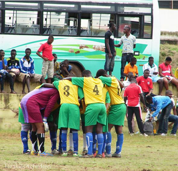 O înfrângere aduce echipei ghinioniste lacrimi şi buze muşcate. (Ghana. Episodul IV)