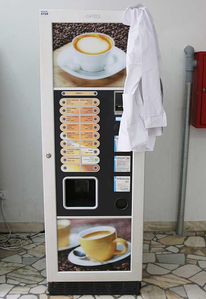 Natură moartă cu automat de cafea