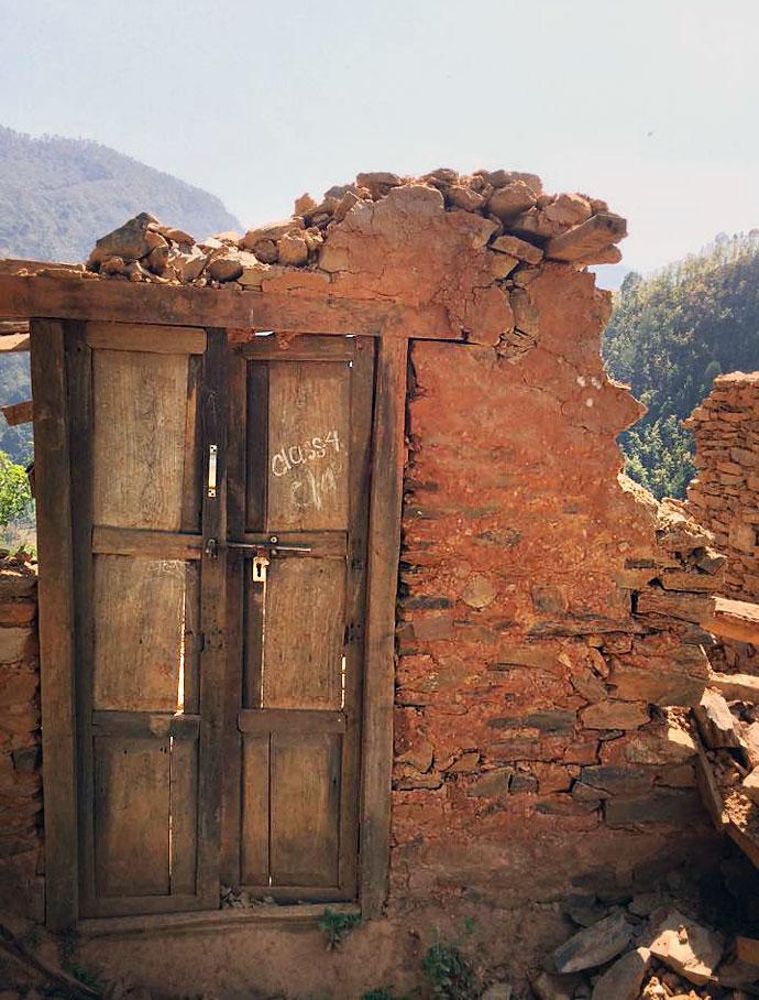 în sate nu a ajuns nici dracu'. Oamenii sunt concentrati doar pe Kathmandu valley