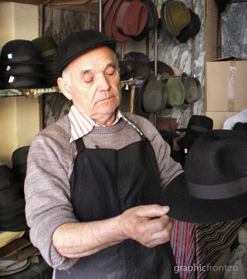 Meserii pe cale de dispariție: Pălărierul Nicolae Zdârcă din București